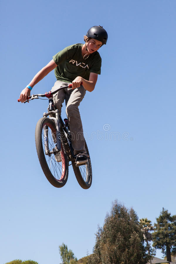 VILLAGE D'APTOS - 14 AVRIL : 4ème Santa Cruz Mountain Bike Fe annuelle images stock