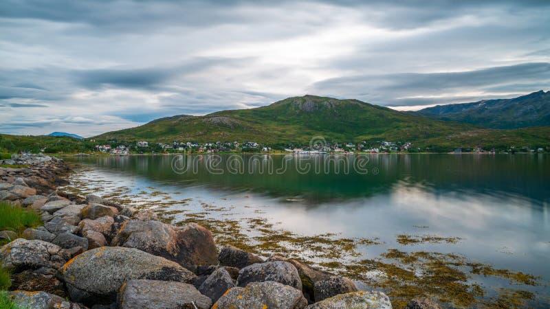 Village d'Ersfjord et d'Ersfjordbotn, comté de Troms, Norvège photo libre de droits