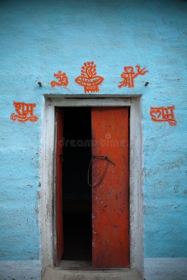 Village d 39 indien de porte ouverte photo stock image du for La porte in time zone
