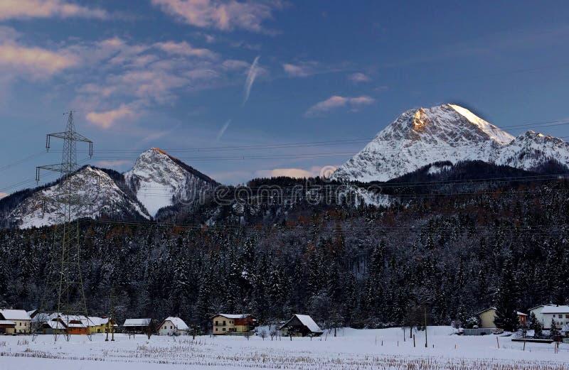 Village dans la neige photographie stock