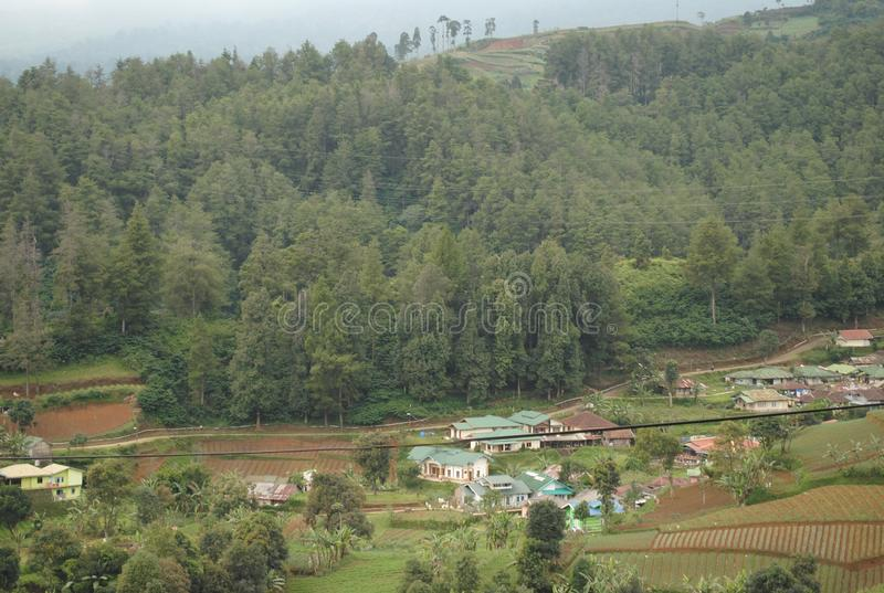 Village dans la vallée, Java Indonesia occidental photo stock