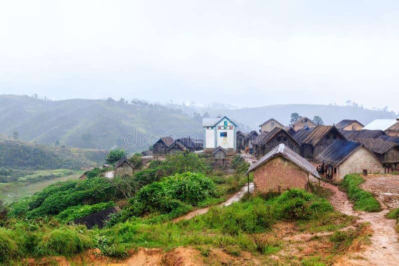 Download Village Dans Les Montagnes De L'Afrique Un Matin Pluvieux Brumeux Image stock éditorial - Image du tourisme, madagascar: 76086519