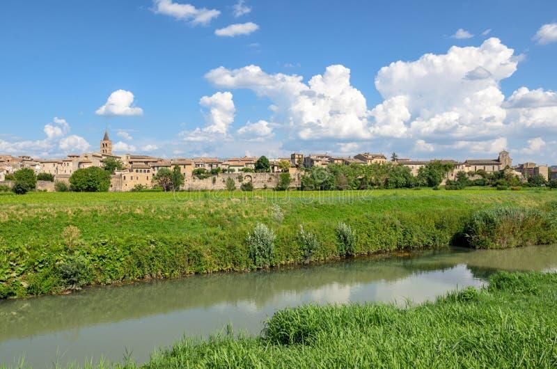 Village de Bevagna et de x28 ; Umbria& x29 ; photo stock