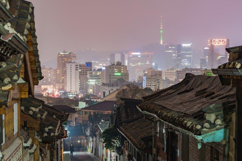 Village de Bukchon Hanok, architecture coréenne traditionnelle de style dans S image stock