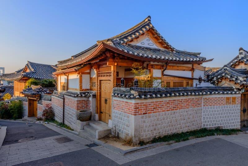 Village de Bukchon Hanok, architecture coréenne traditionnelle de style dans S photo libre de droits
