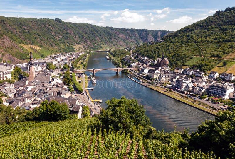 Village de Cochem à la rive de la Moselle en Allemagne images stock