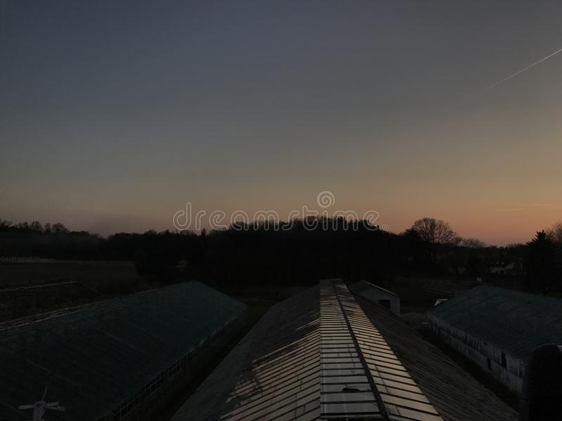 Village de coucher du soleil photographie stock
