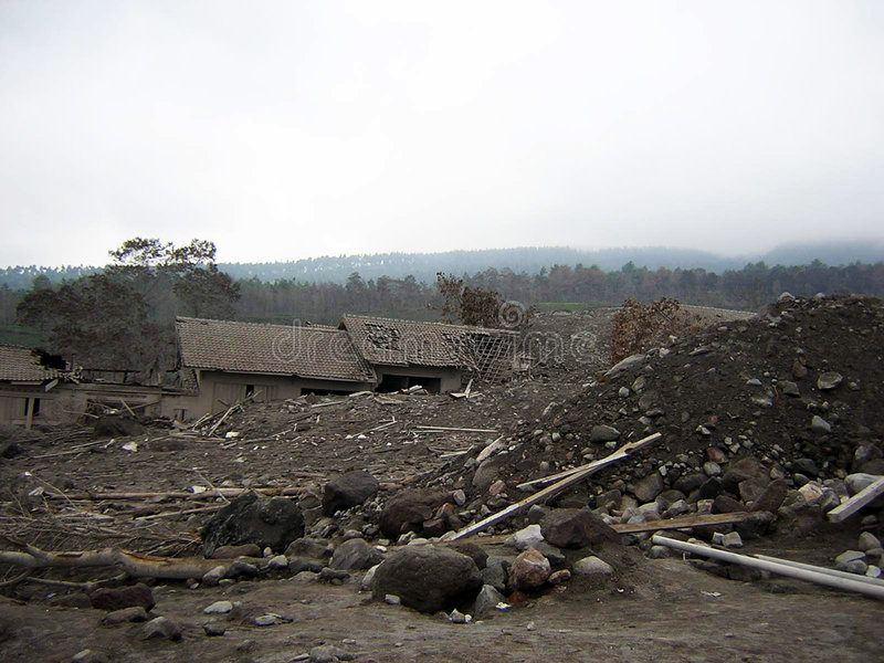 Village de destruction image stock
