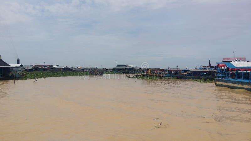 village de flottement au lac sap de Tonle images libres de droits