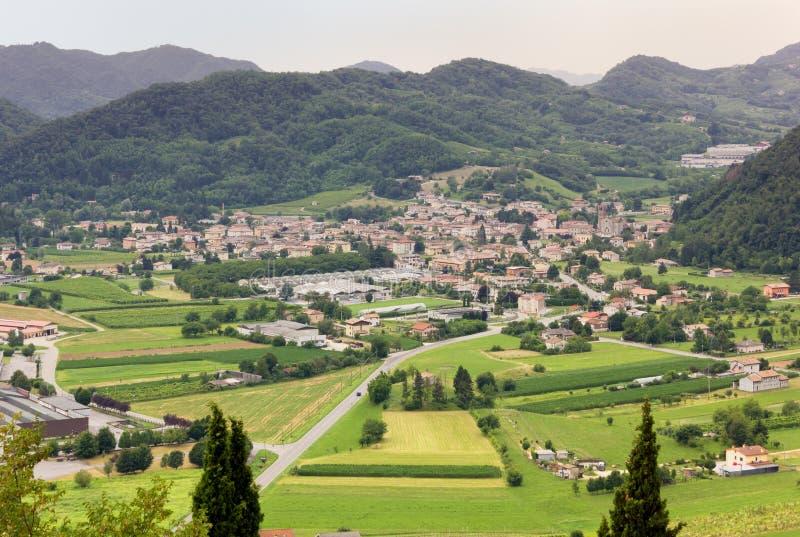 Village de Follina dans la région de vin de Prosecco images libres de droits