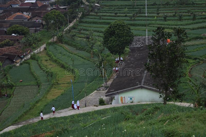 Village de l'environnement A de matin dans les montagnes d'ungaran images libres de droits
