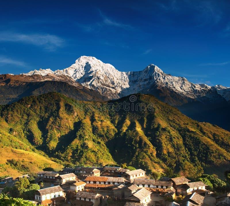 village de l'Himalaya du Népal image stock