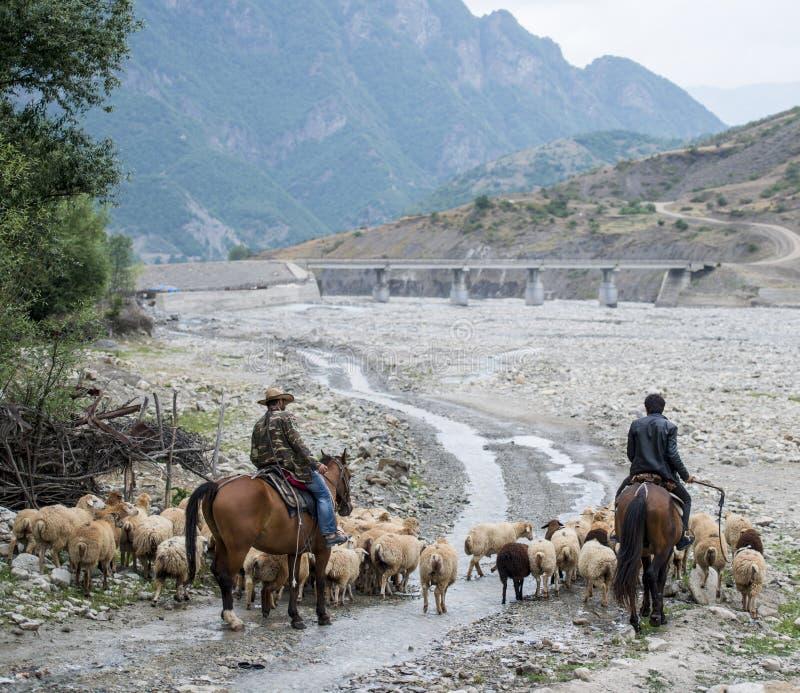 Village de Lahic dans les montagnes de Caucase photographie stock