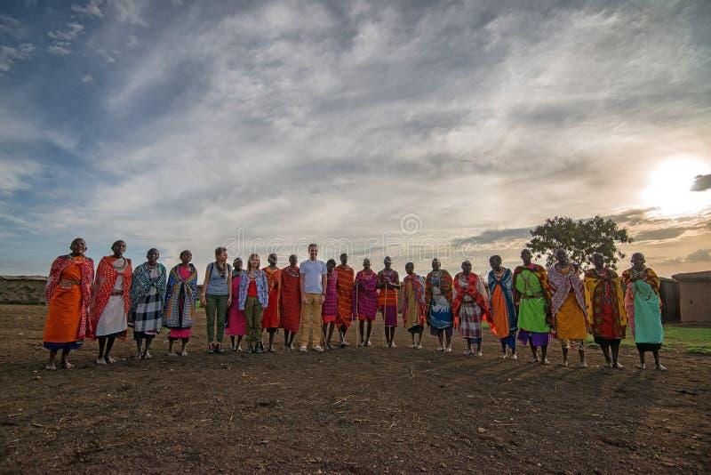 VILLAGE DE MAASAI, KENYA - 2 JANVIER 2015 image stock