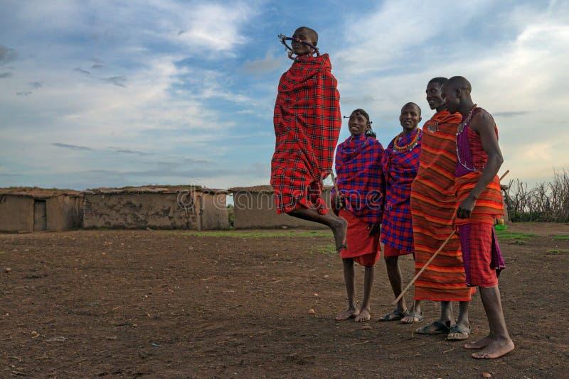 VILLAGE DE MAASAI, KENYA - 2 JANVIER 2015 photo libre de droits