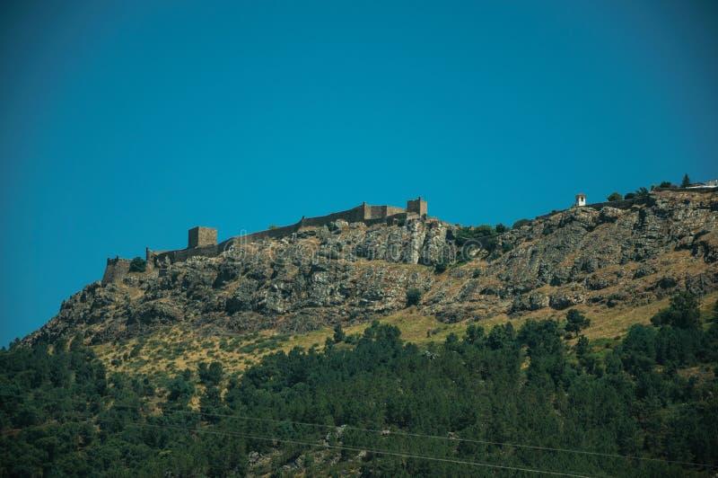 Village de Marvao sur le rocher grand photographie stock libre de droits