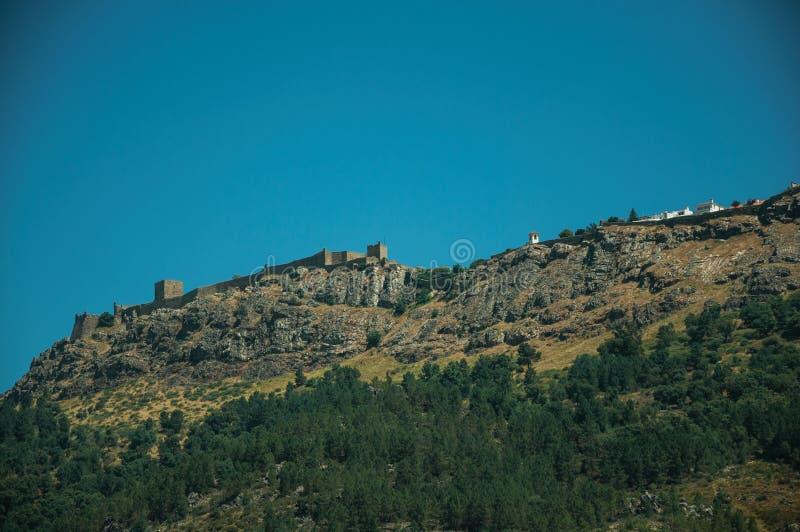 Village de Marvao sur le rocher grand photo libre de droits