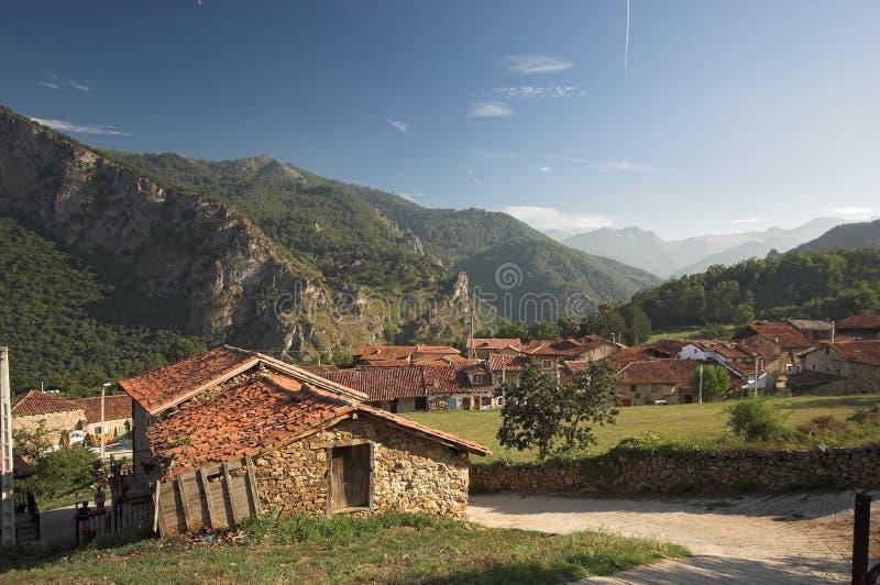 Village de montagne photos stock