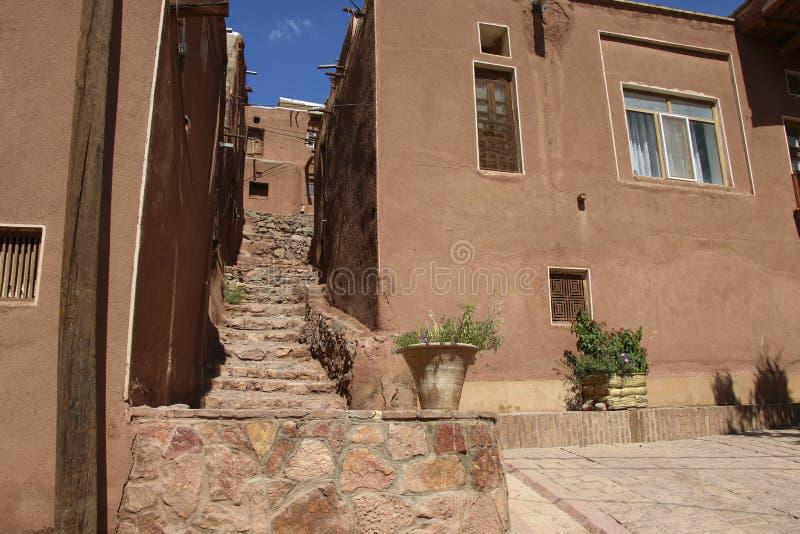 Village de montagne Abyaneh avec les maisons rouges caractéristiques dans le centr photo libre de droits