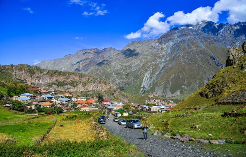 Village de montagne dans Kazbegi, la Géorgie images stock