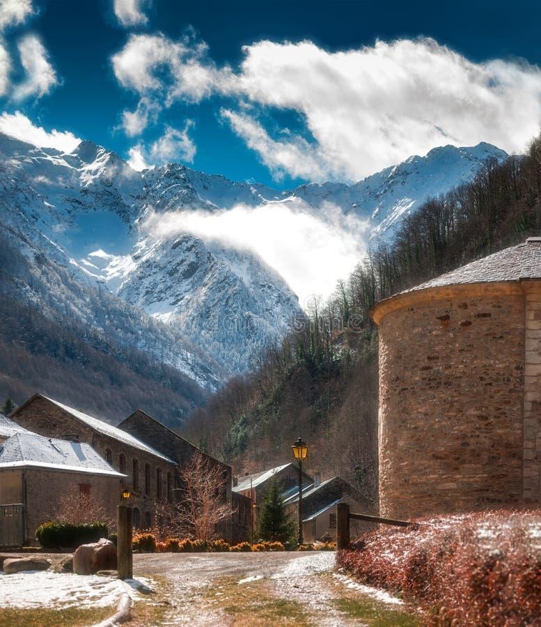 Village de montagne français de Salau photo stock