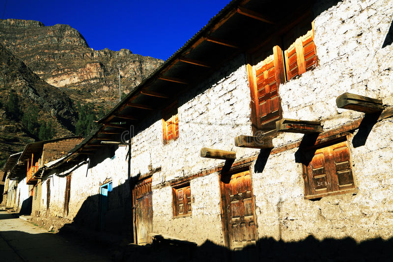 Village de montagne péruvien image libre de droits