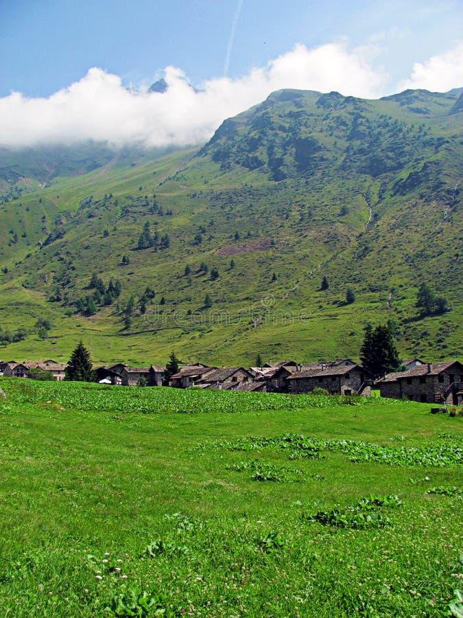 Village de montagne traditionnel - Alpes italiens photo libre de droits