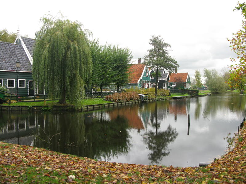 Village de moulin à vent images libres de droits