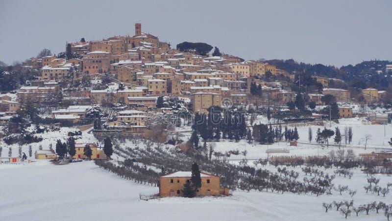 village de neige en Toscane photo libre de droits