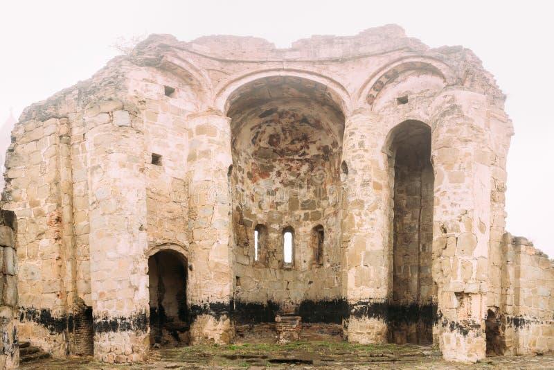 Village de Ninotsminda, région de Kakheti, la Géorgie Ruines de vieille église images libres de droits