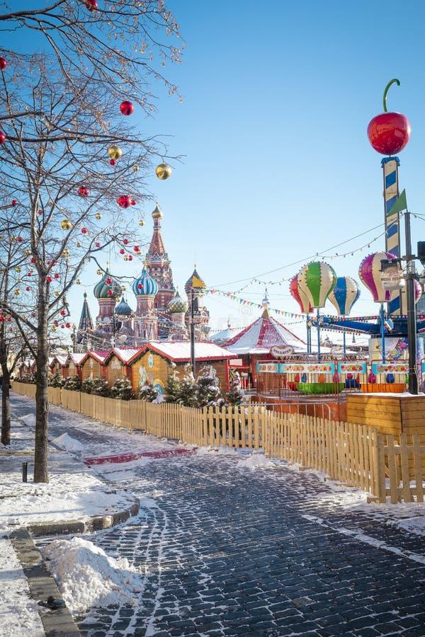 Village de Noël juste sur la place rouge à Moscou images libres de droits
