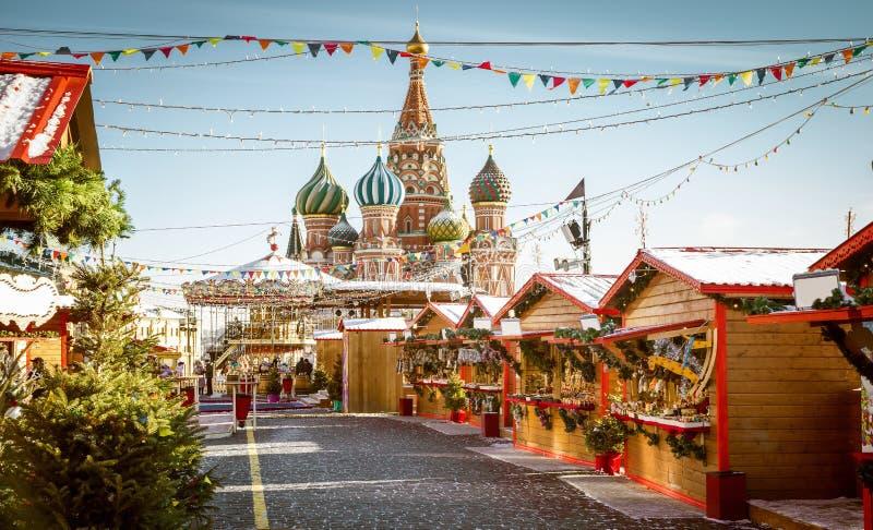 Village de Noël juste sur la place rouge à Moscou photographie stock libre de droits