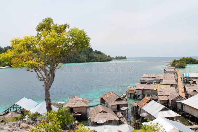 Village de nomades de mer de Bajau près d'île de Malenge images libres de droits