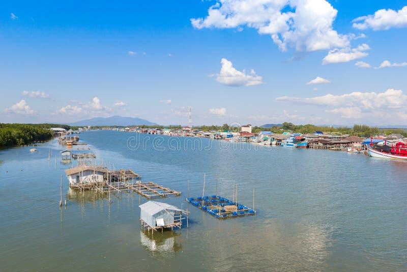 Village de pêche chez Rayong photos stock