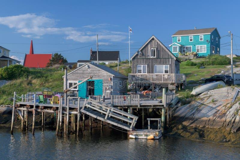 Village de pêche coloré à la crique du ` s de Peggy photographie stock