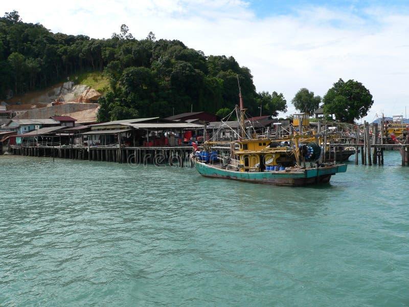 Village de pêche, jetée photographie stock