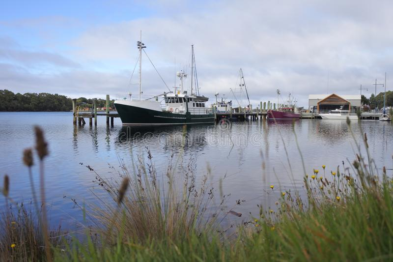 Village de pêche de Strahan en Tasmanie Australie photos stock