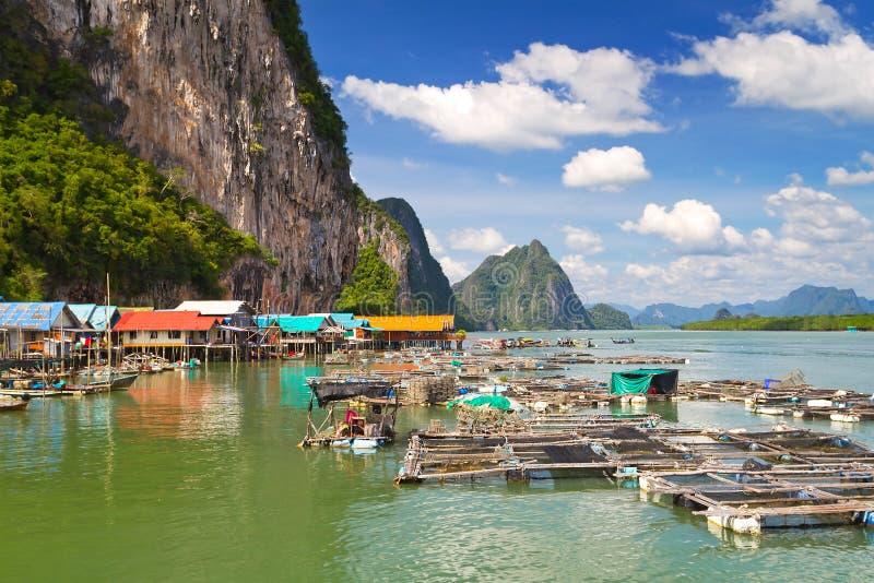 Village de pêcheur de Panyee de KOH sur le compartiment de Phang Nga image libre de droits