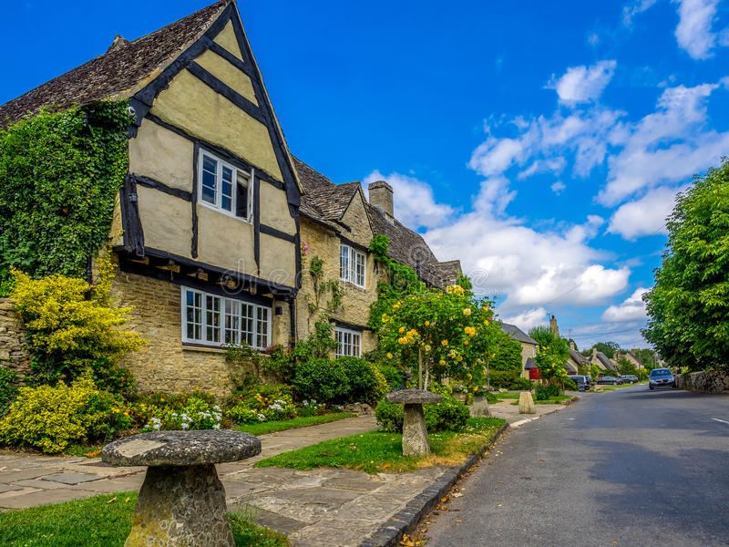 Village de pays de Cotswold images libres de droits