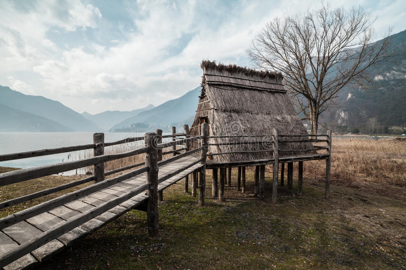 Village de pile-logement d'âge du bronze image libre de droits
