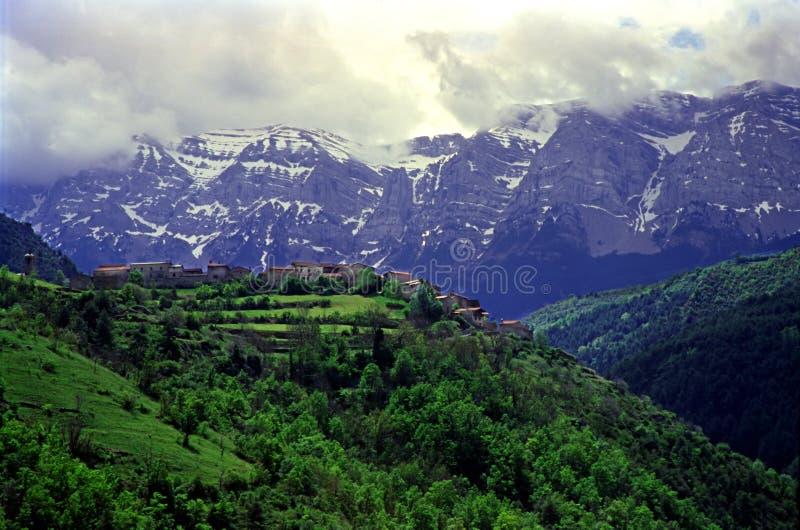 Village de Pyrénées image libre de droits