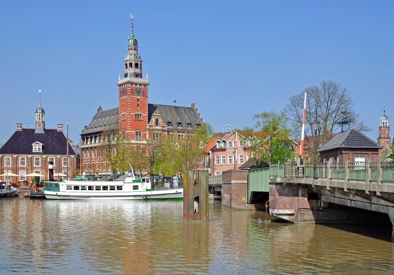 Village de regard de côté, Frisia oriental, Allemagne image stock