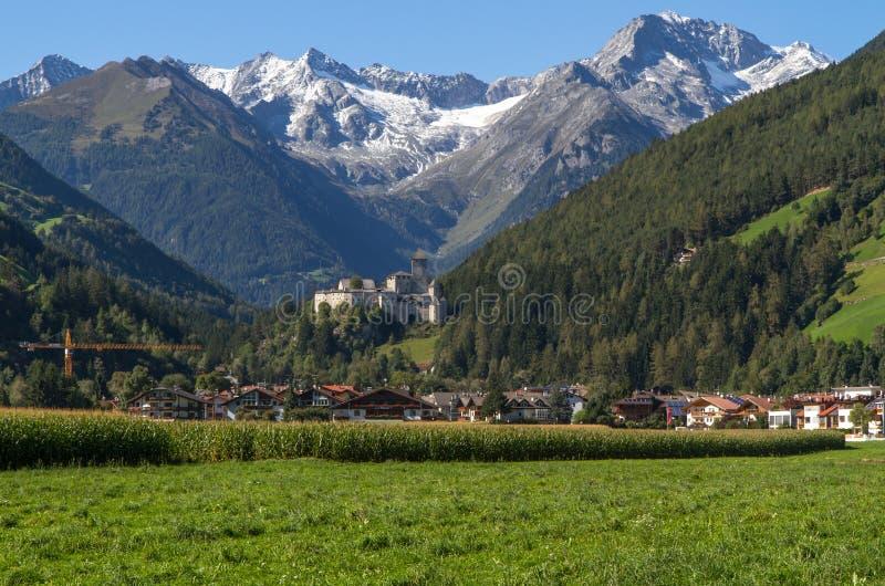 Village de sable dans Taufers au Tyrol du sud photographie stock libre de droits