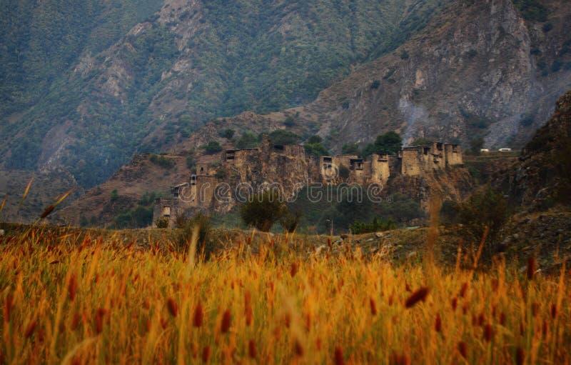 Village de Shatili au lever de soleil, la Géorgie images stock