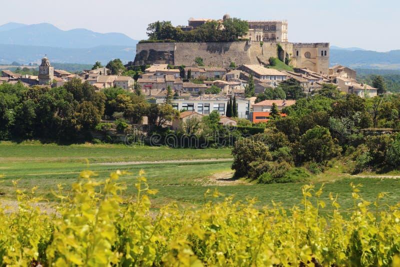 Village de sommet de Grignan dans les Frances photos stock
