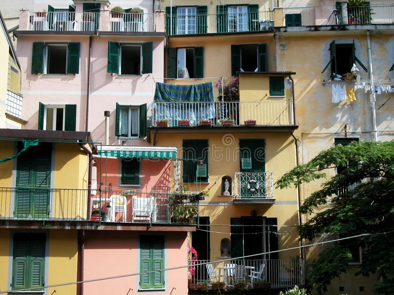village de terre de riomaggiore de l'Italie de cinque images libres de droits