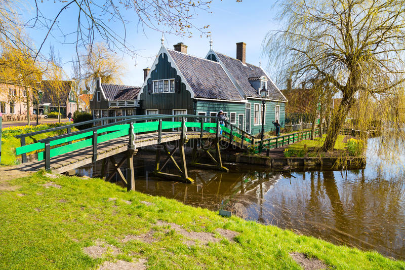 Village de Zaanse Schans, Hollande, maisons vertes images stock