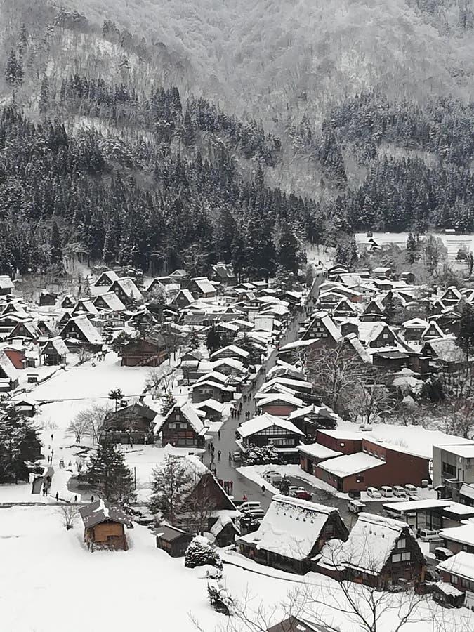 Village en hiver images stock