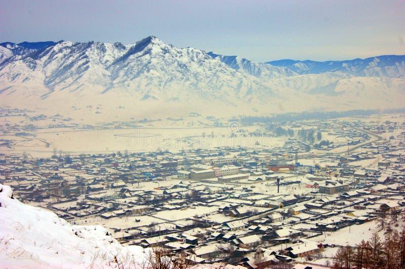 Village en montagne en hiver photos stock