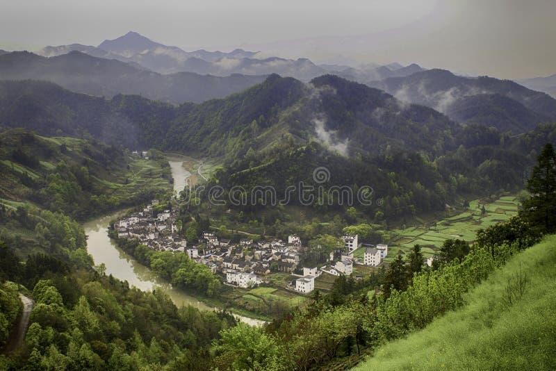 Village en River Valley photos stock